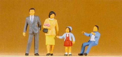Preiser 65301 Japanese Family (4)
